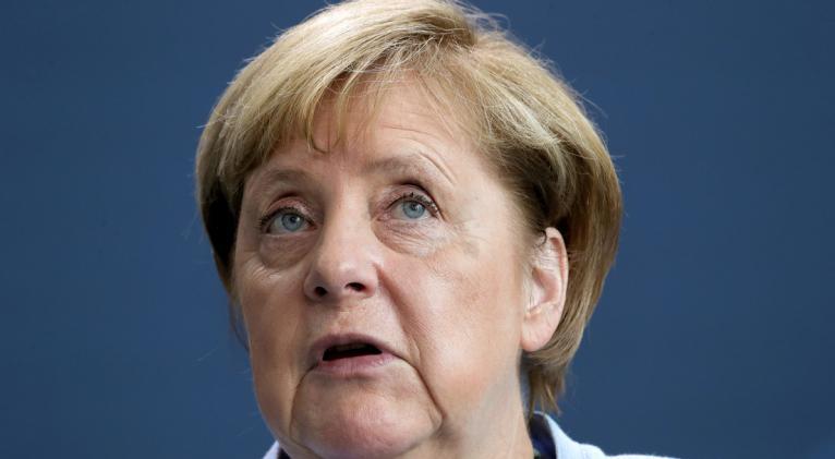 La canciller alemana, Angela Merkel, permitirá a Rusia completar la construcción de su gasoducto, a pesar de la condena por parte de la OTAN, indican fuentes de Bloomberg. Foto: Reuters.