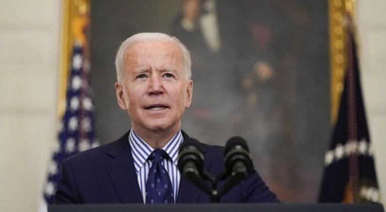 """""""Este plan nos pone en camino de vencer al virus y les brinda a las familias con más dificultades la ayuda y el respiro que necesitan para superar este momento"""", dijo Biden. Foto: AP"""