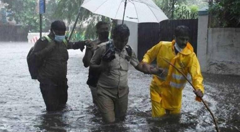 Apenas diez días atrás el ciclón Tauktae causó severas inundaciones y provocó al menos 140 personas fallecidas en el occidente del país. Foto: PL