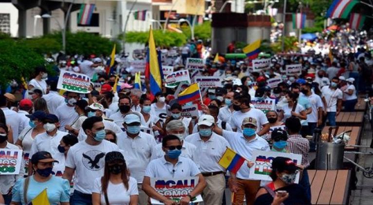 Desde el 28 de abril miles de colombianos se mantienen protestando contra la agenda neoliberal de Iván Duque que afecta a millones de ciudadanos. Foto: EFE