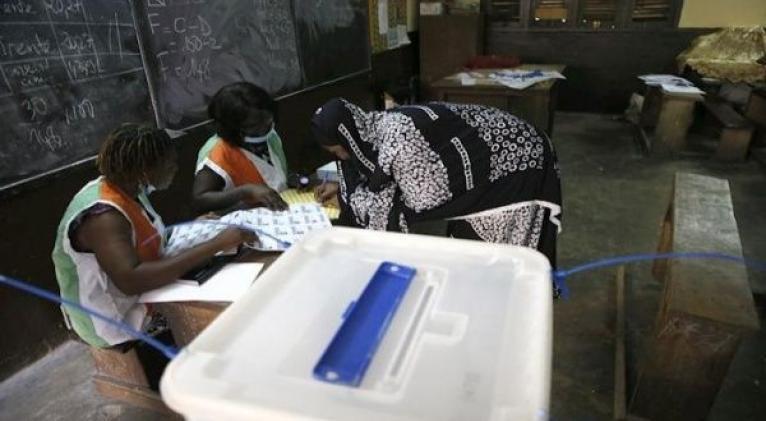 La tensa situación política del país ha provocado la baja afluencia a las urnas. Foto: EFE