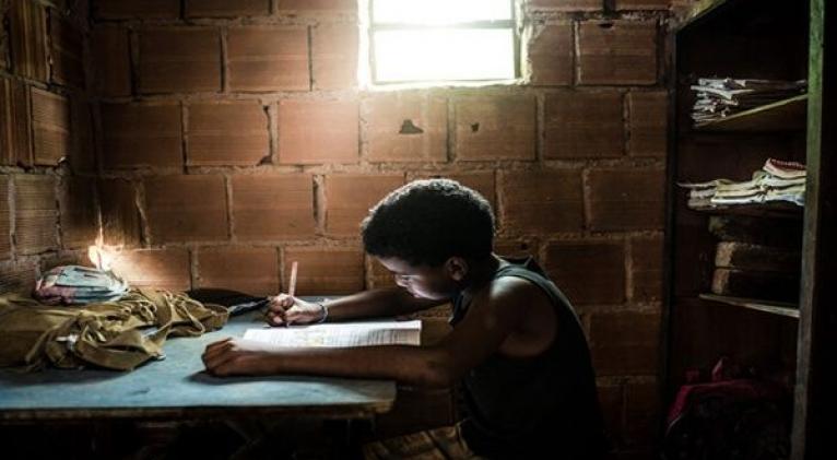 Según Unicef los niños que sí pudieron seguir clases a distancia tuvieron condiciones desfavorables en sus hogares. Foto: Getty Images