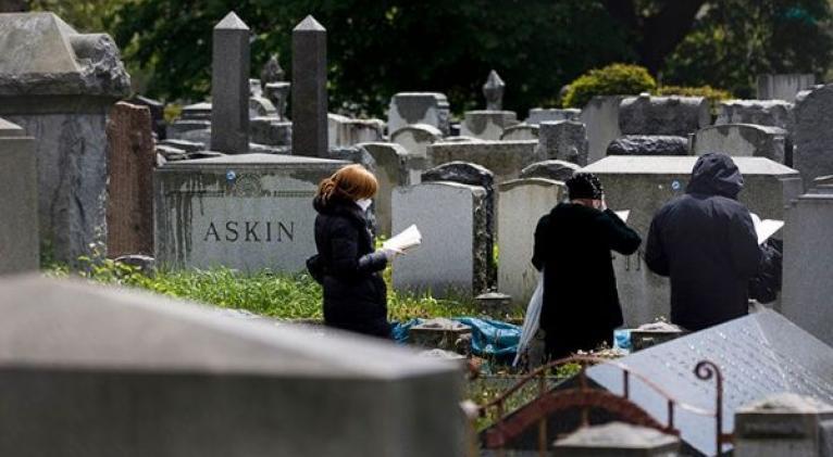 EE.UU. volvió a cruzar la barrera de las 2.000 muertes diarias como durante el apogeo de la primera ola de la epidemia. Foto: EFE