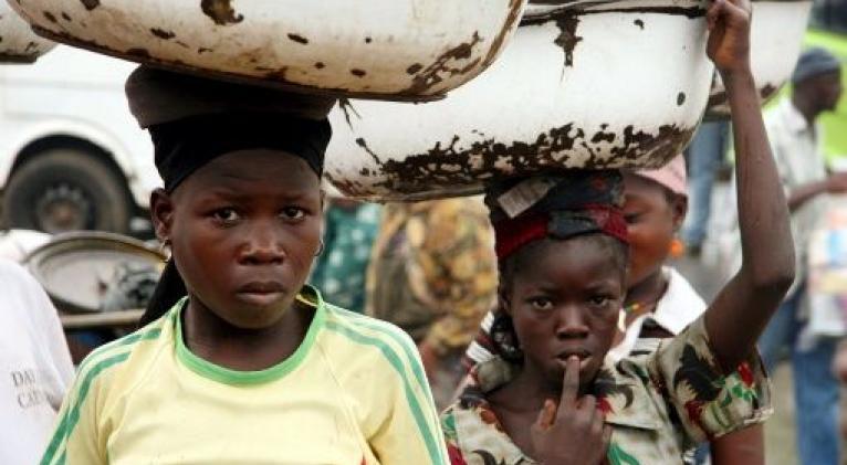 Los niños sufren consecuencias físicas y psicológicas que perdurarán de por vida. Foto: EFE