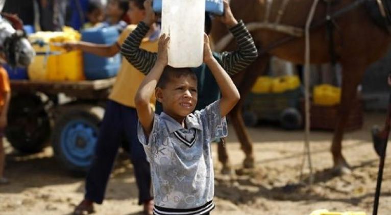 La falta de agua, electricidad, alimentos y otros productos y servicios esenciales ha agravado sensiblemente la situación humanitaria de la Franja de Gaza. Foto: Cruz Roja