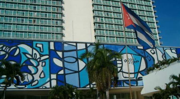 Artistas de la plástica exponen en el hotel Tryp Habana Libre   Cuba Si