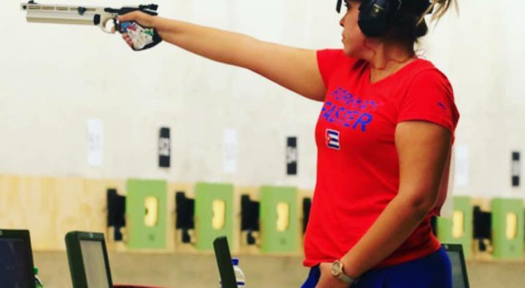 Laina intenta desprenderse de toda tensión cuando encara su puesto de tiro. Fotos: Cortesía de la entrevistada.