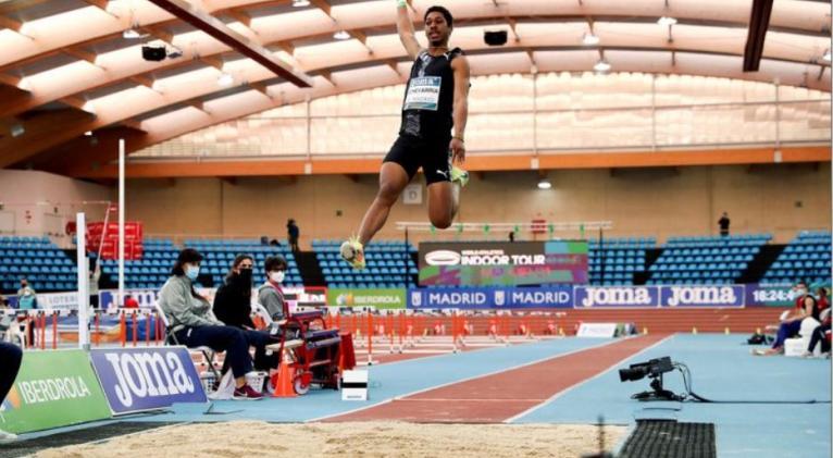 Juan Miguel se mostró imbatible, pese a estar haciendo ajustes a su técnica de salto.