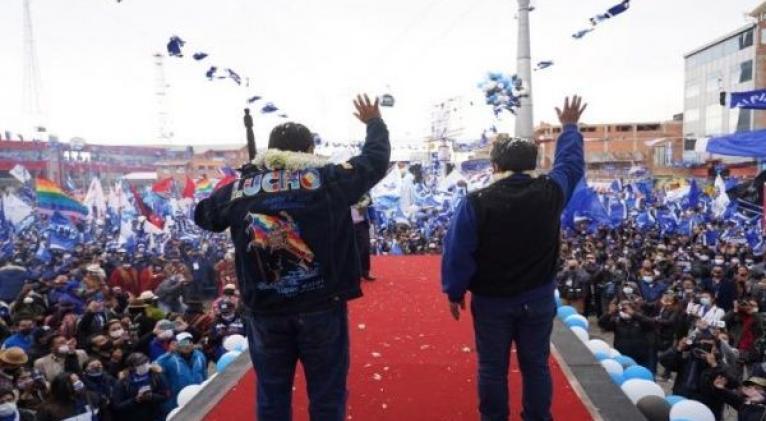 """""""Somos la única garantía de la política social"""", puntualizó el candidato masista. Foto: Twitter @LuchoXBolivia"""