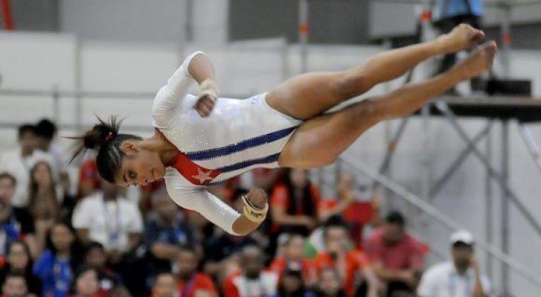 Marcia necesita elevar sus niveles de ejecución y complejidad en la viga de equilibrio y las asimétricas para acercarse a un nivel superior de calidad. Foto: Ricardo López Hevia.