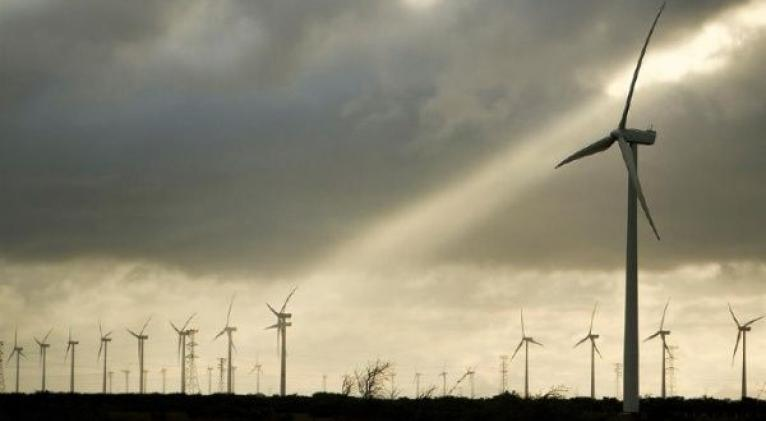 El jefe de Estado expresó que su Gobierno no rechaza las energías renovables, sino que se favorezca al sector privado por sobre el público. Foto: EFE
