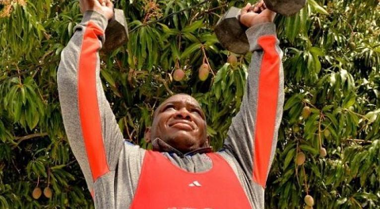 El triple monarca olímpico Mijaín lópez sabe que cargará con el peso de una delegación sobre sus hombros, como abanderado y bujía en materia de rendimiento deportivo. Foto: Ricardo lópez Hevia/Granma.