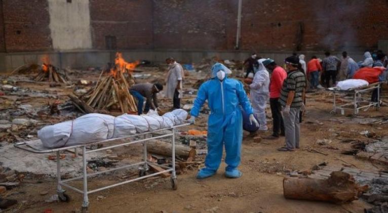 India reportó en el último día más de 3.600 muertes por coronavirus. Foto: EFE