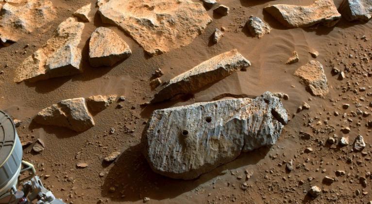 """Dentro de las muestras, que probablemente sean volcánicas, se han descubierto sales que pueden contener """"pequeñas burbujas de antigua agua marciana"""". Foto: NASA."""