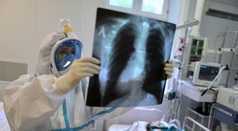 El total de casos positivos en el país asciende a 353.427, mientras que el número de muertes se sitúa en 3.355. Foto: Reuters.