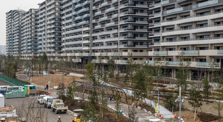 «La Villa Olímpica es una de las opciones, pero no ha sido terminada aún. Estamos hablando sobre lugares que estén disponibles incluso hoy o mañana, y evaluando la posibilidad de uno en uno», aseguró Yuriko Koike, gobernadora de Tokio.