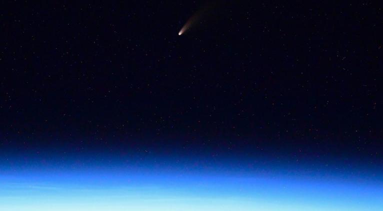 El C/2020 F3, también conocido como NEOWISE, será visible durante todo este mes. Foto: twitter / @ivan_mks63