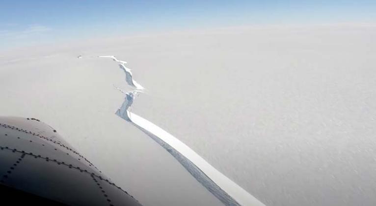 El iceberg se desprendió de la plataforma de hielo Brunt, ubicación de la estación de investigación Halley, de British Antarctic Survey. Foto:PL.